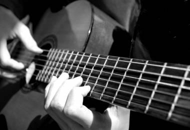 Gia sư dạy đàn Guitar TPHCM