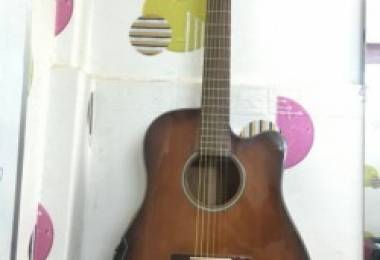 Có nên chọn đàn Guitar giá rẻ cho người mới học