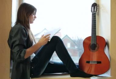 Tìm gia sư dạy đàn Guitar giỏi tại nhà